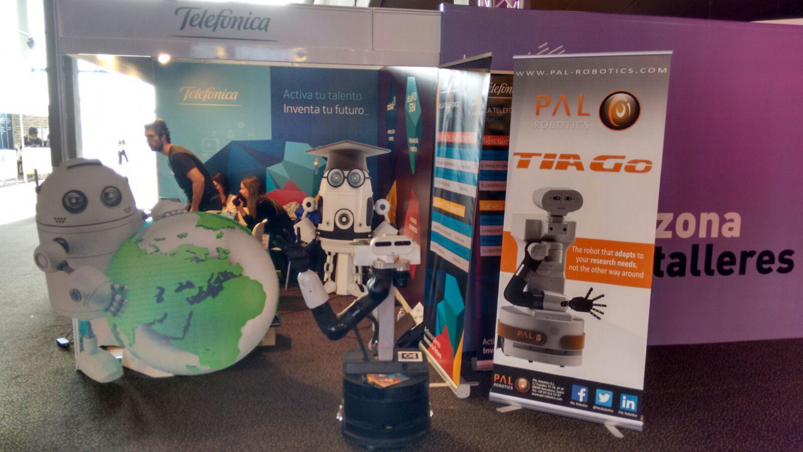 robot TIAGo with Desafío STEM