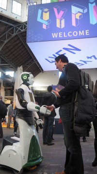 human-robot-interaction-mwc-4yfn