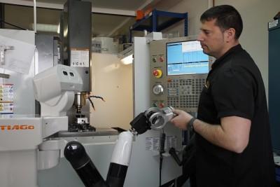 TIAGo-grex-collaborating-industry-worker-PAL-Robotics