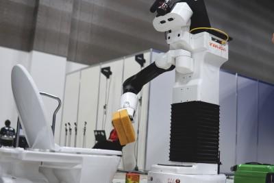 world-robot-summit-TIAGo-robot-cleaning-toilet-Homer-team