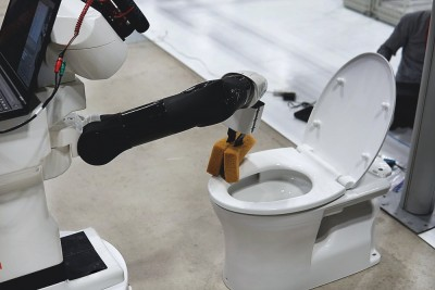 world-robot-summit-TIAGo-robot-cleaning-toilet-Homer-team
