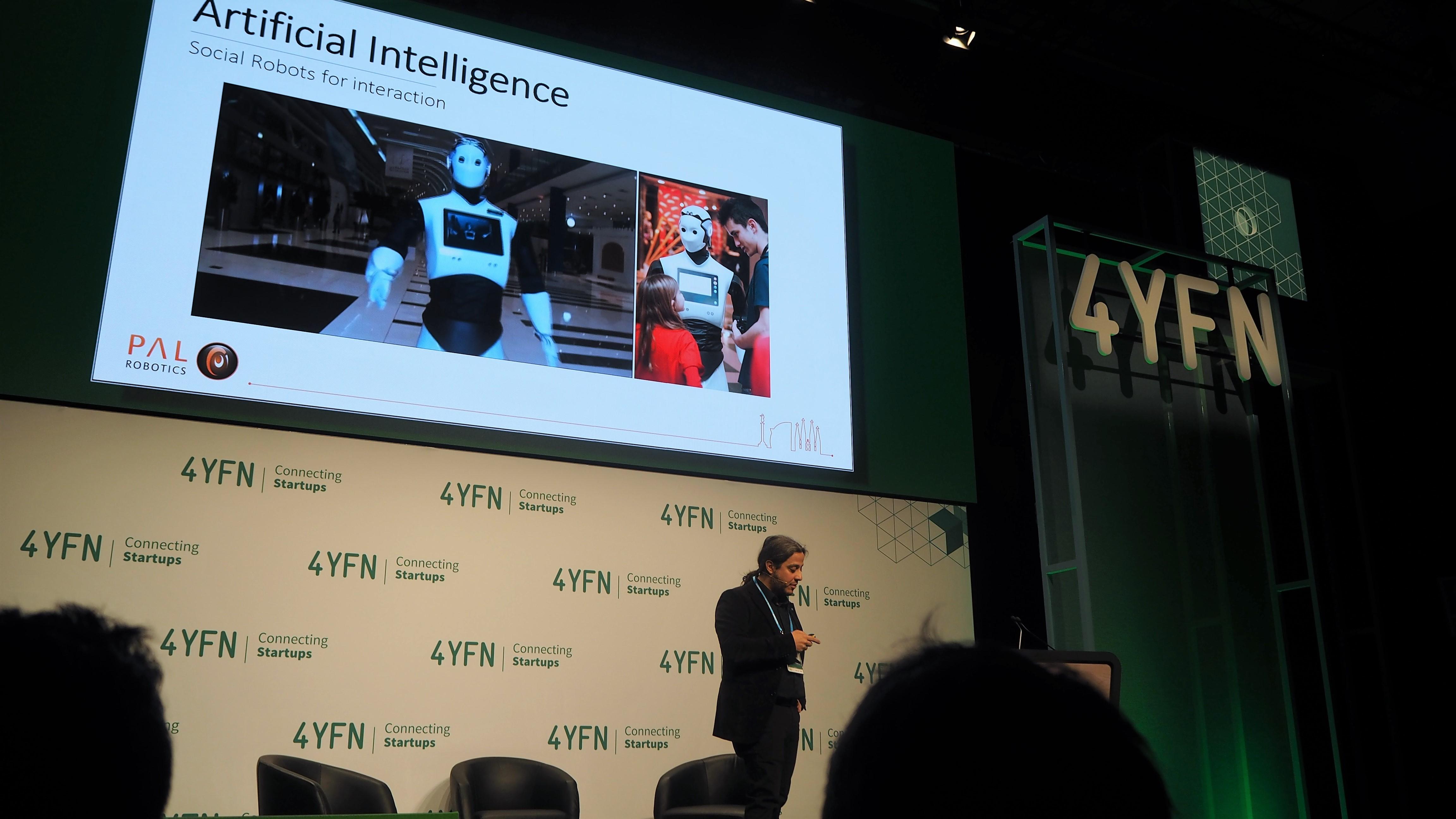 1-AI-Robot-pal-robotics-ari